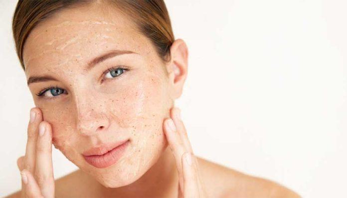 Come fare la pulizia del viso in casa